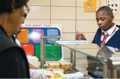 student making healthy choice at lunch